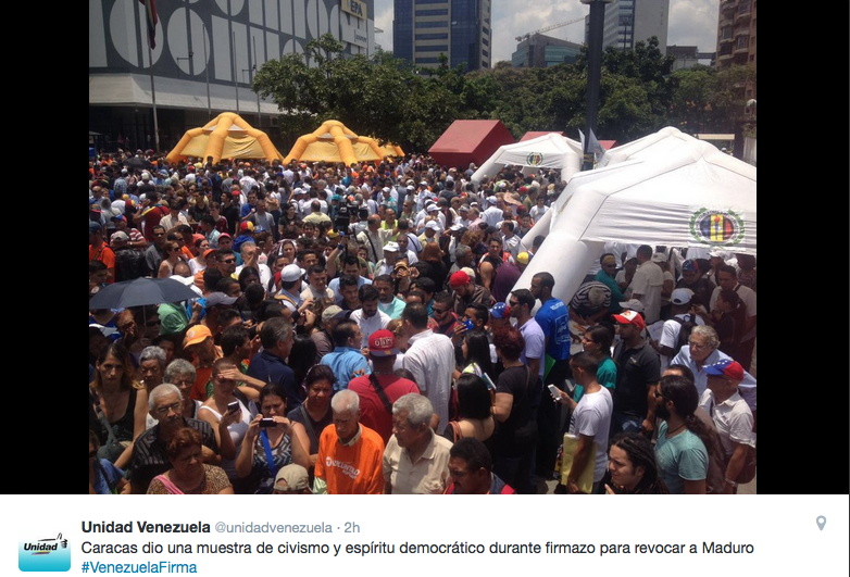 Recolección de Firmas para el Revocatorio de Maduro en Caracas.